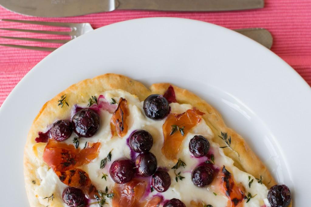 04.-Naan-pizza-met-blauwe-bessen