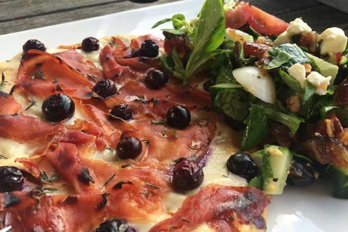 mirthe-naanpizza-met-blauwe-bessen