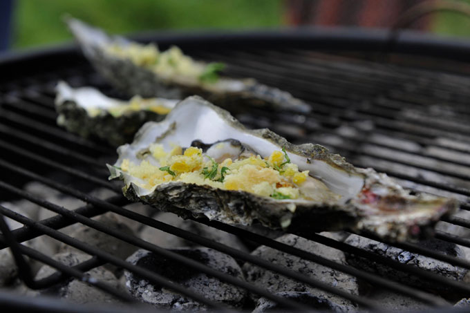 oestour-oester-op-barbecue