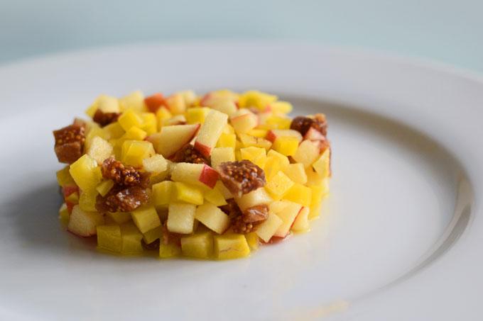 Tartaar van gele biet, appel en gedroogde vijgen