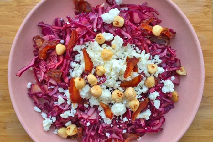 Rode-kool-salade-met-feta-en-hazelnoten