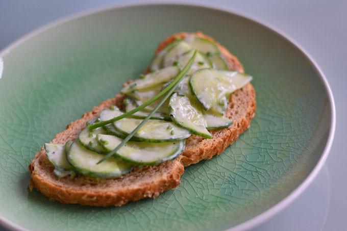 zelf-komkommersalade-maken