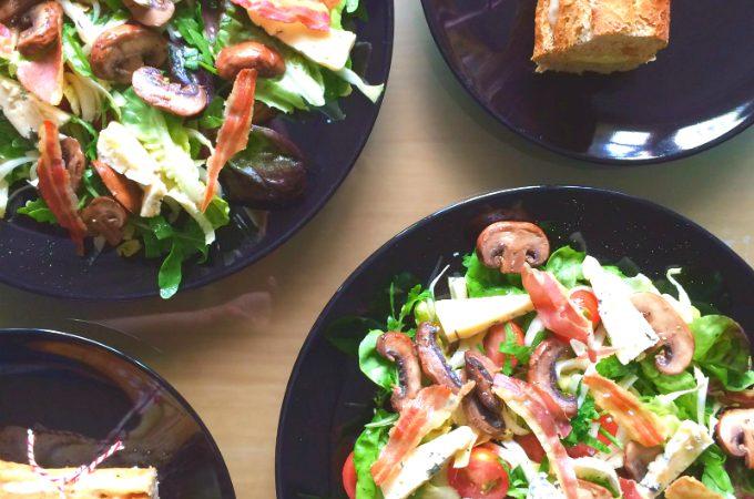 Blauwe kaas salade met pancetta en paddenstoelen - Anniepannie.nl