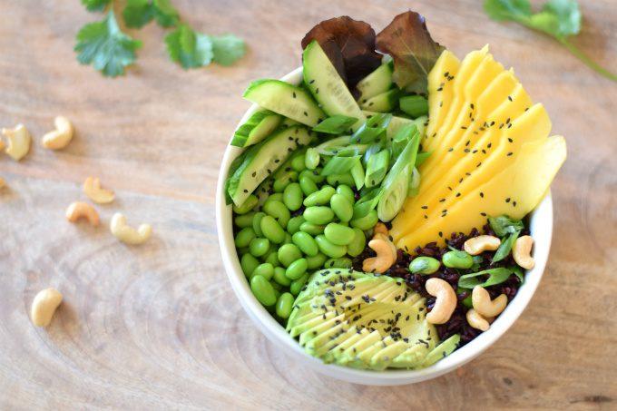 Buddha bowl met mango en zwarte rijst - Anniepannie.nl