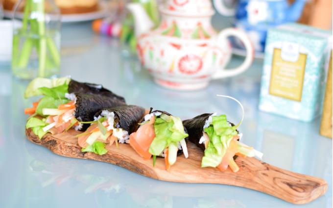 Sushi handrolls met gerookte zalm