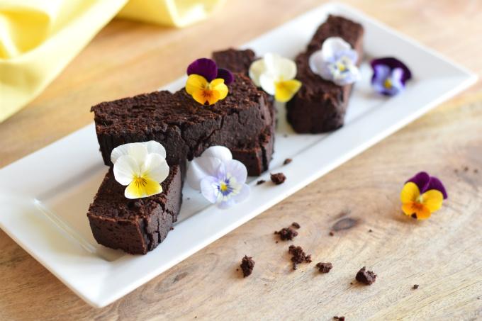 Brownies van zwarte bonen en kokos L - Anniepannie.nl