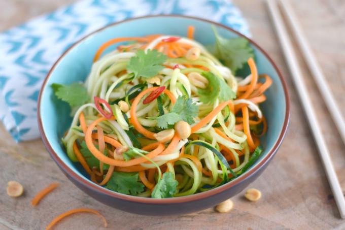 Vietnamese salade met courgetti en wortel - Anniepannie.nl