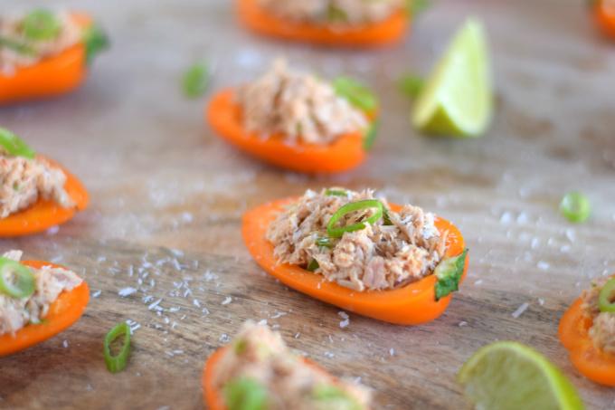 Aziatische tonijnsalade in paprika bootjes - Anniepannie.nl