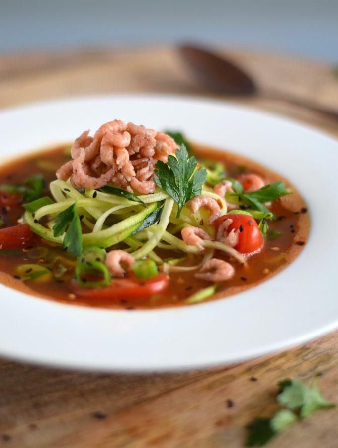 Tomatensoep met garnalen en courgetti - Anniepannie.nl