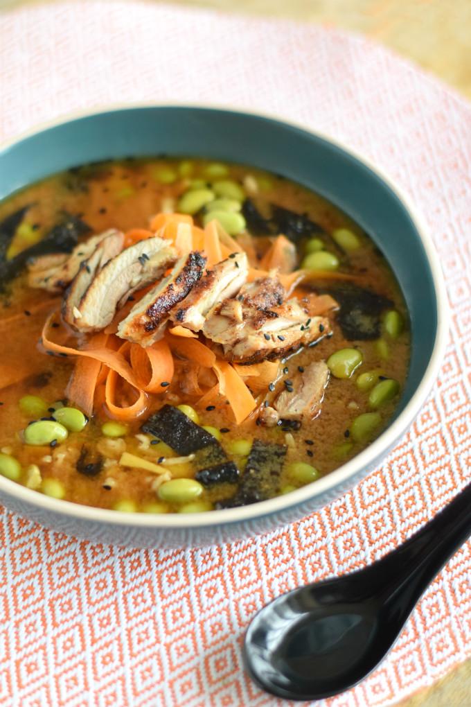 Miso soep met kip en wortel - Anniepannie.nl