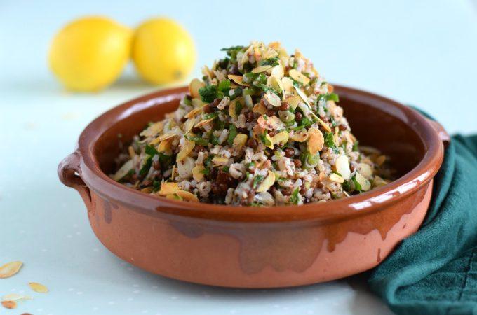Rijstsalade met ingelegde citroen, olijven en abrikozen