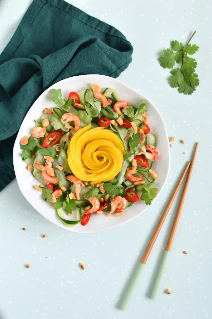 Komkommersalade met mango en rivierkreeftjes - Anniepannie