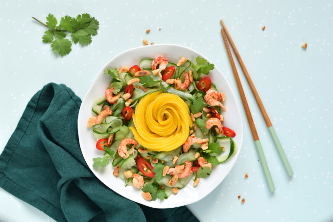Komkommersalade met mango rivierkreeftjes en rode peper - Anniepannie.nl