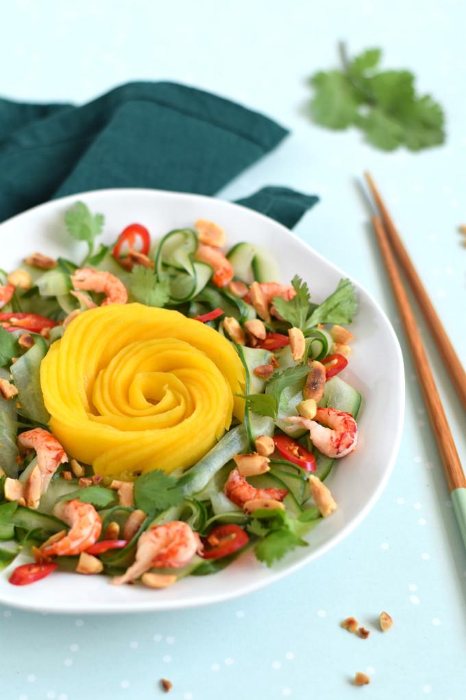 Komkommersalade met mango roos en rivierkreeftjes