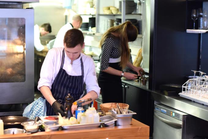 open keuken restaurant 6&24 - anniepannie