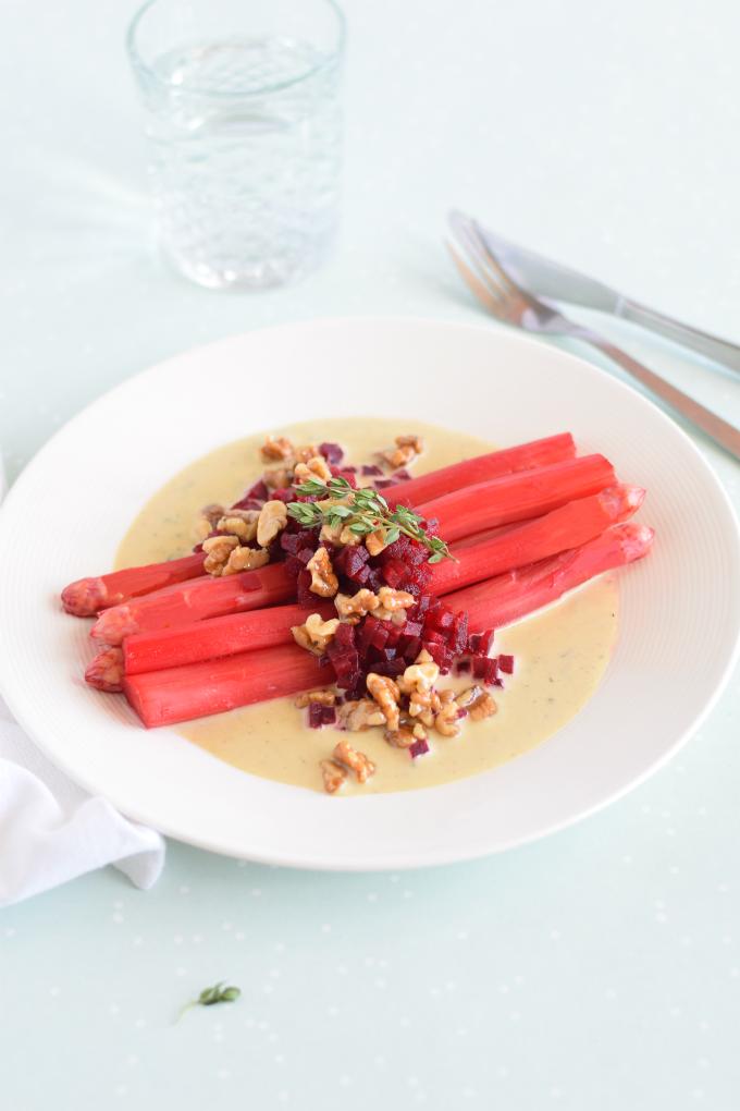 Roze asperges met blauwe kaassaus en bietjes - Anniepannie