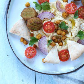 Loaded hummus met falafel - Anniepannie