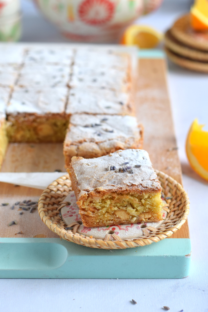 Blondies met sinaasappel en lavendel