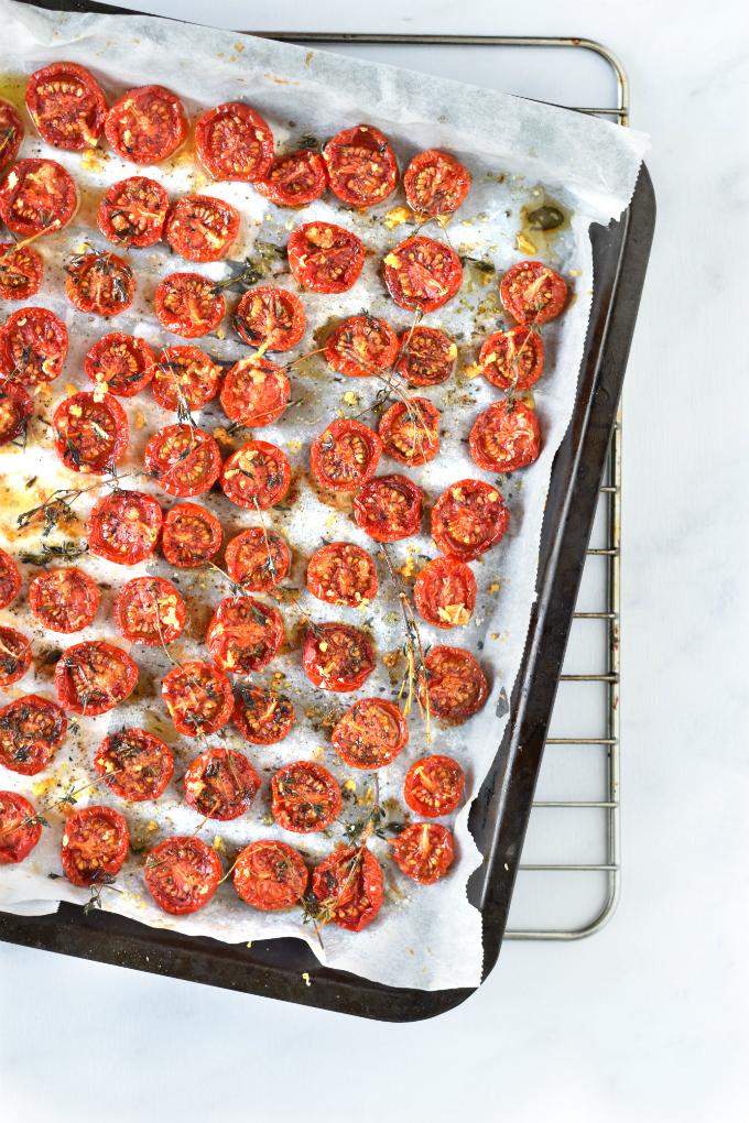Gedroogde tomaatjes uit de oven met tijm - Anniepannie
