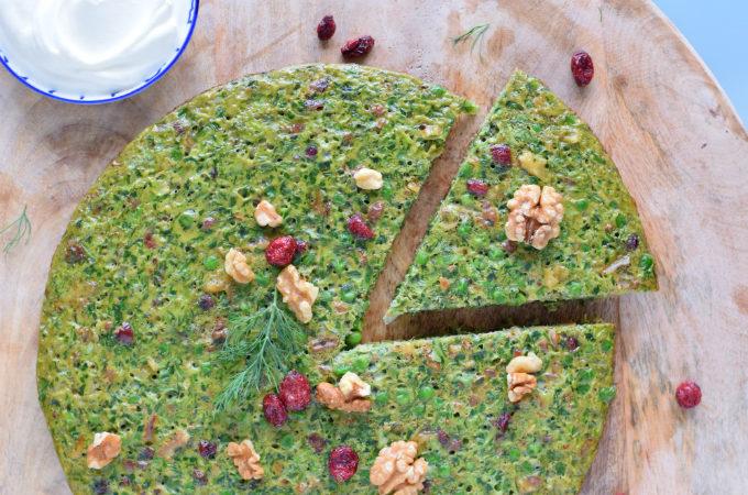 Kuku sabzi (Perzische kruidenfrittata) met doperwten