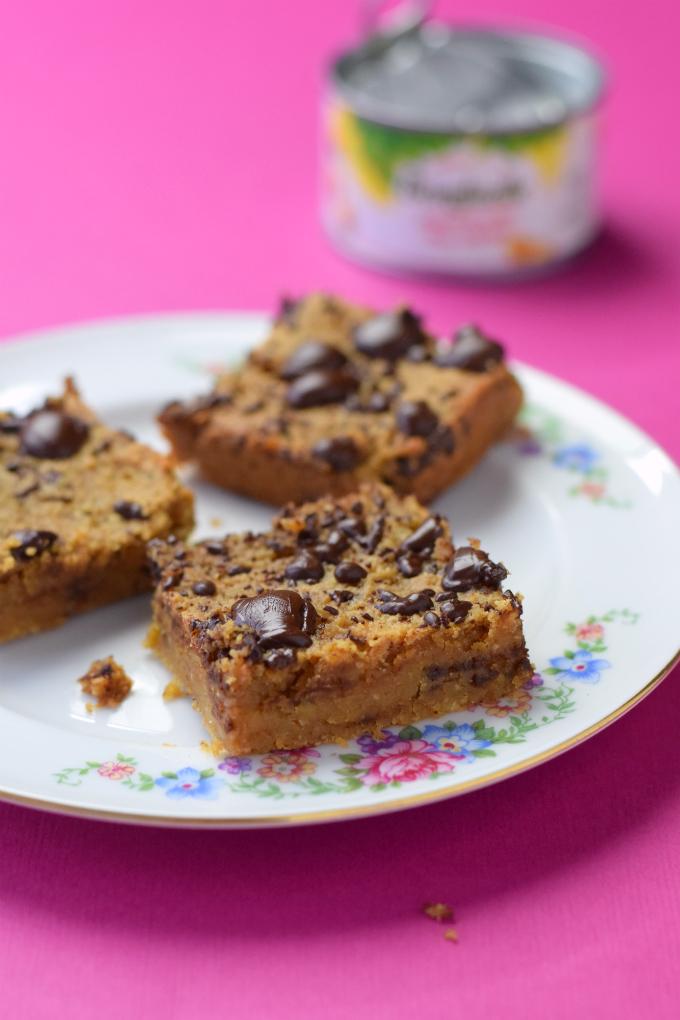 Vegan kikkererwtenblondies met pindakaas en chocolade | Blondies van kikkererwten | Anniepannie.nl