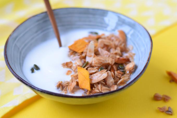 mango granola - ANNIEPANNIE