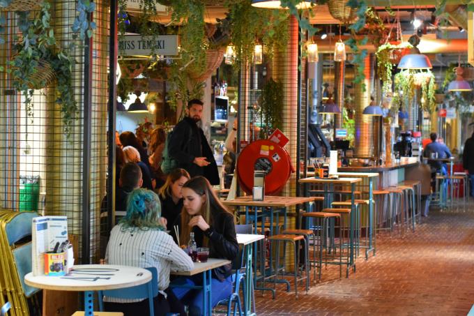Hotspots in Eindhoven: Downtown-gourmet-market-ANNIEPANNIE