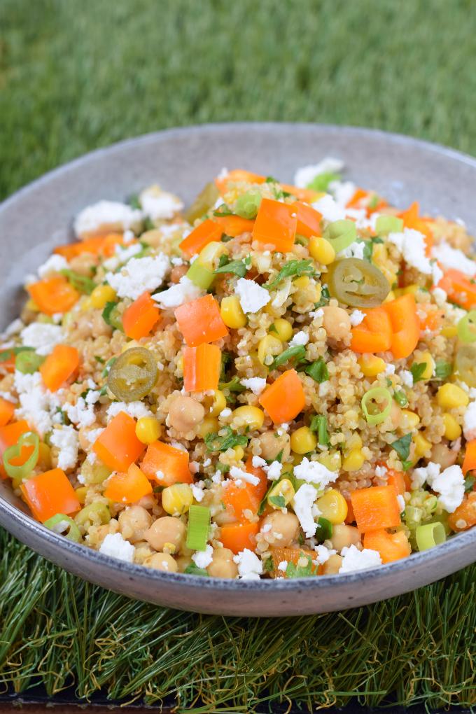 Superfood salade met oranje paprika en mais - ANNIEPANNIE