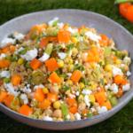Superfood salade met oranje paprika, feta en mais - ANNIEPANNIE