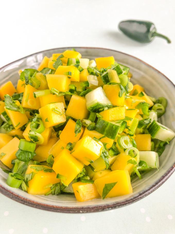 mango salsa met komkommer en jalapeno