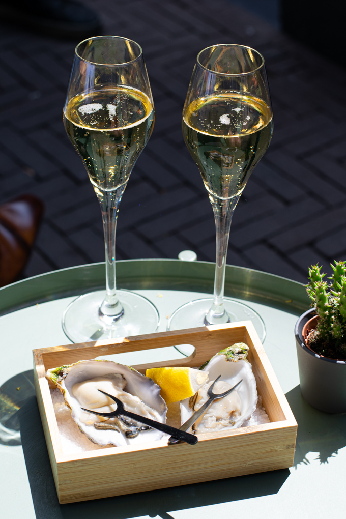 jazz-lunch-restaurant-6en24-ANNIEPANNIE-oesters-en-cava