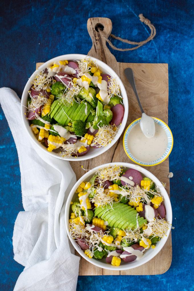 Maaltijdsalade met aardappel mais en avocado - ANNIEPANNIE