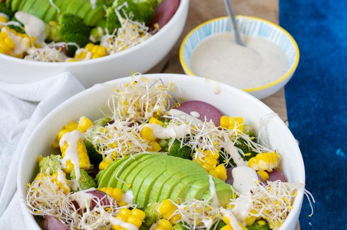 Maaltijdsalade met aardappel, avocado en mais - Anniepannie