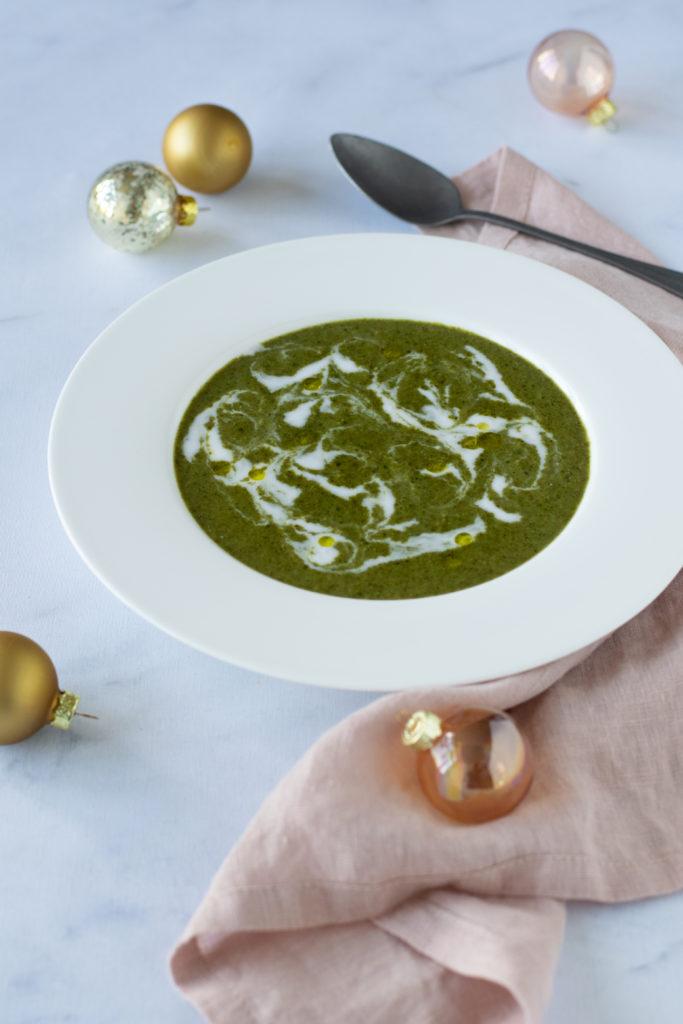 Romige boerenkoolsoep met kokosmelk en groene currykruiden - ANNIEPANNIE