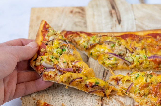 Pizza met tonijn, courgette en kaas - ANNIEPANNIE