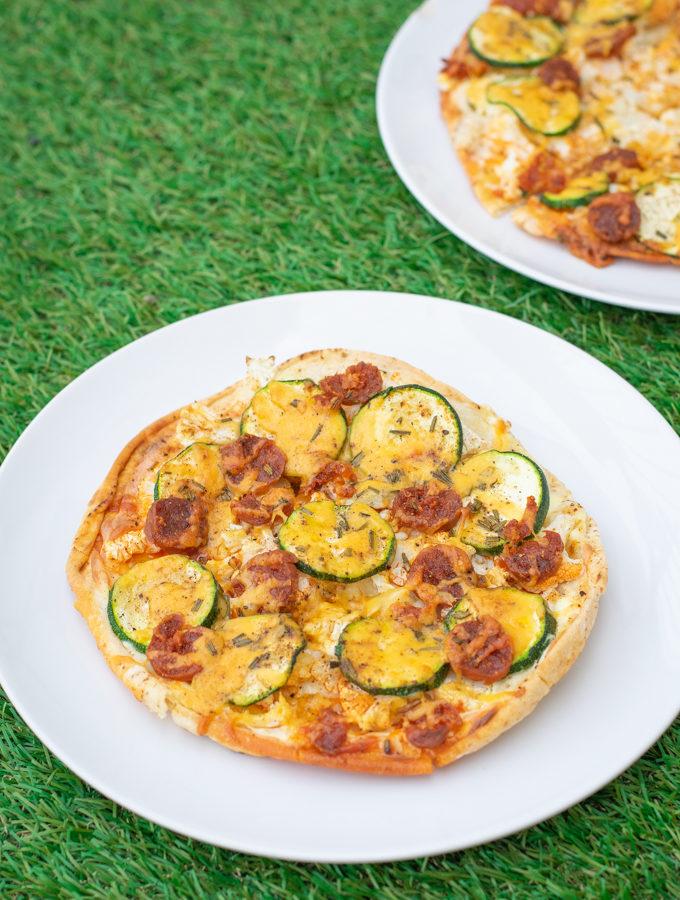 platbroodpizza met chorizo en bloemkool