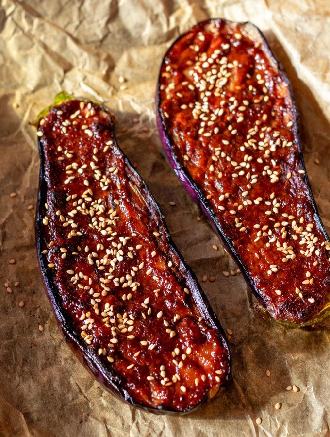 Aubergine met miso en parmezaanse kaas uit de oven - ANNIEPANNIE