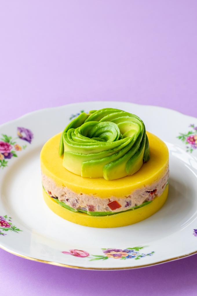 Peruaanse causa met tonijn, tomaat en avocado - ANNIEPANNIE