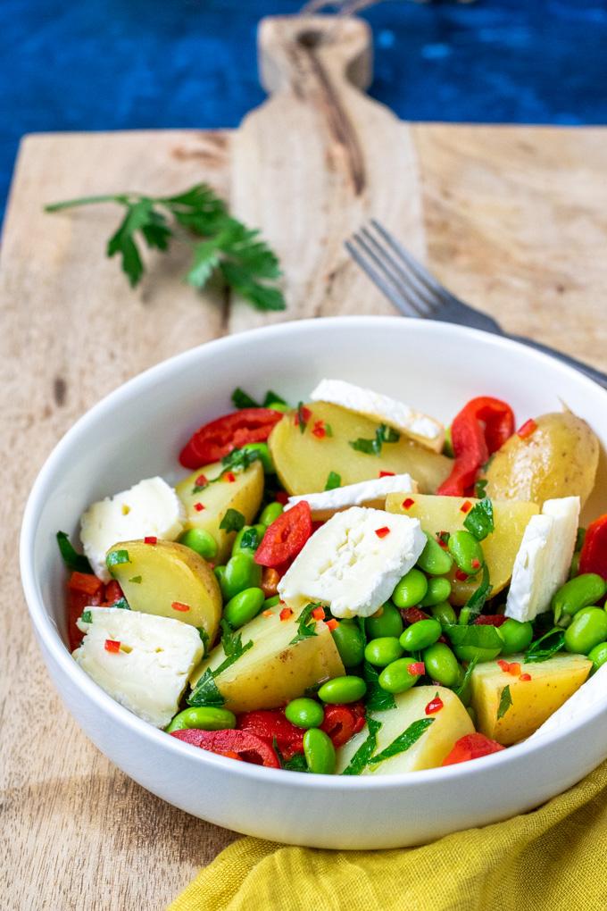 Aardappelsalade met geroosterde paprika en brie - ANNIEPANNIE