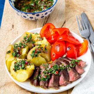 Biefstuk met chimichurri aardappels en paprika